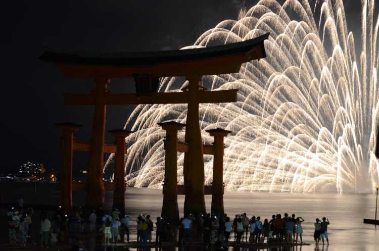 A Moving Scene Of Torii & Fireworks In Summer Night Miyajima   Review of Itsukushima Shrine