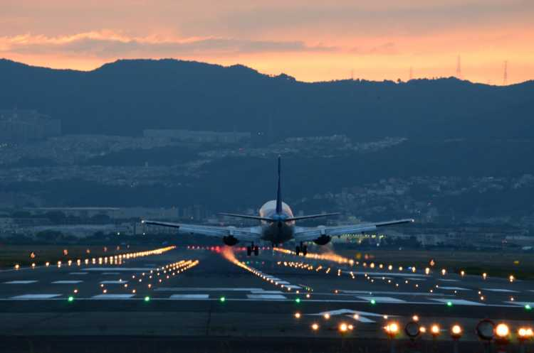 Romantic Photo Opportunity For The Sunset & Airplanes   Review of Senri-gawa River Bank