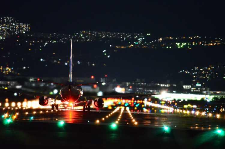 The Collaboration Of Glittering Runway & Airplanes   Review of Senri-gawa River Bank
