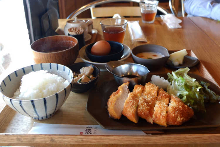 People Wait In A Line!  A Diner For Tasty Omi Rice Boiled In Pottery | Review of Kamameshi Omi-mai GINDAWARA