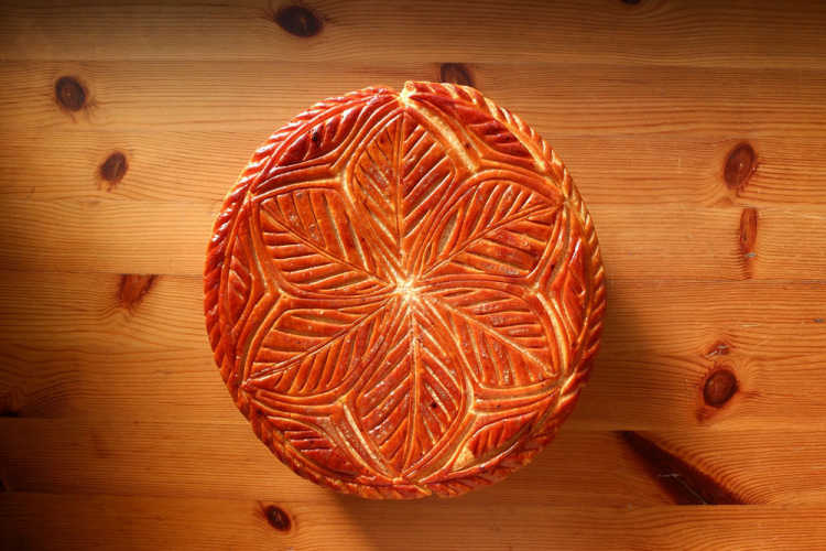 Japanese No.1 'Galette Des Rois' Born From Shiga Countryside | Review of heureux heure
