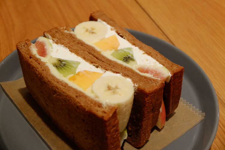Sandwich With Big Cut Fruit Of A Shop Directly Managed By A Fruit Farm | Review of Horiuchi Fruit Shop