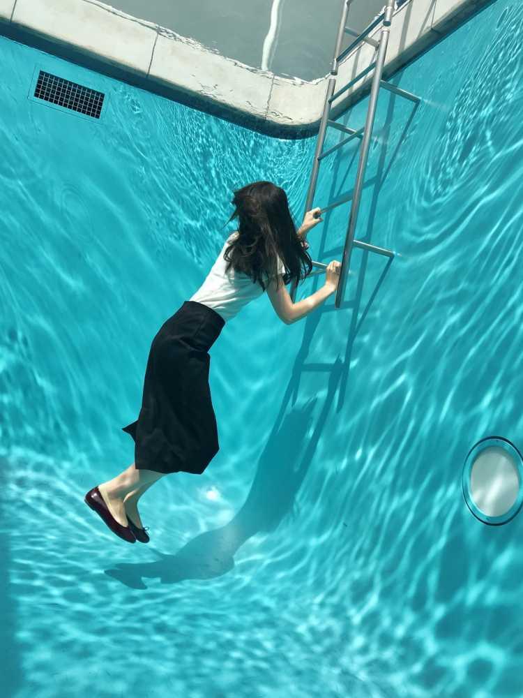 まるで水中!不思議なスイミングプール | 21世紀美術館の口コミ