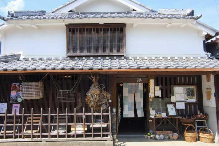 Time Travel To Edo Period!  A Retro Castle Town With Old & Good Townscape   Review of Kawaramachi Tsumairi Merchant Houses