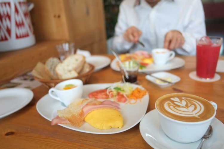 All You Can Eat Breads Of Popular Bakery!  Happy Breakfast By The Lake Biwa   Review of CLUB HARIE J'oublie le temps