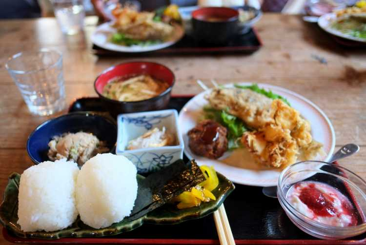 Lunch With Scenic Terraced Rice Fields!  'Onigiri Teishoku' Of Blessings Of Shodo-shima Island   Review of Komame Shokudo