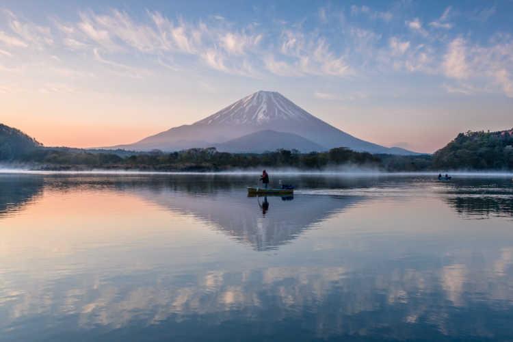 朝焼けのリフレクション | 精進湖の口コミ